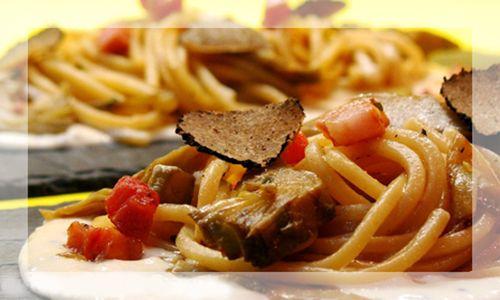 Spaghetti with bacon and truffle - Original Food Italy
