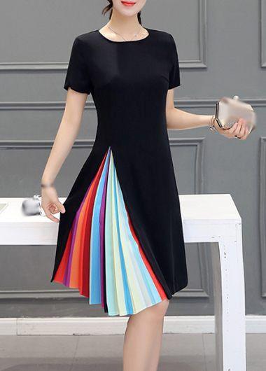 Negro de manga corta a rayas vestido de la impresión
