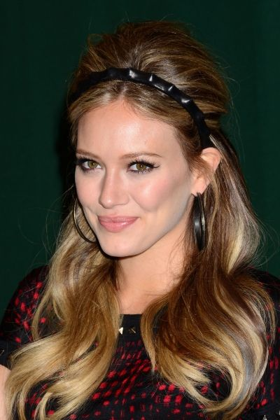 Hilary Duff hairEasy Hairstyles, Hair Colors, Black Hair, Hilarious Duff, Hilary Duff, Cute Hair, Hair Style, Christmas Hairstyles, Headbands