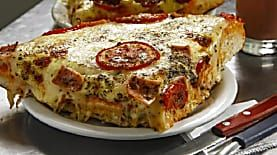Após 47 anos, pizzaria de um sabor só lança duas novas opções em Curitiba