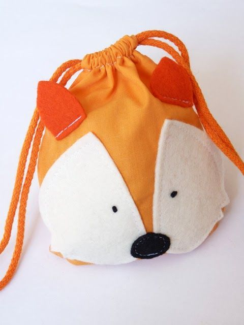 Fox drawstring bag - from the Feest in 't Knutselbos book ... THAT I HAVE :) Not sure what the pattern is for - stuffy? bag? I'll have to check :)