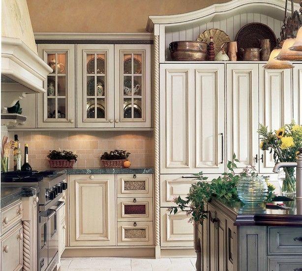 Eğer eski olana karşı bir ilginiz varsa eskitme mutfak modellerini deneyebilirsiniz. Eskitme mutfak dolapları özel tekniklerle elde edilir. Antika bir görüntü ise mutfağınızda farklı bir a