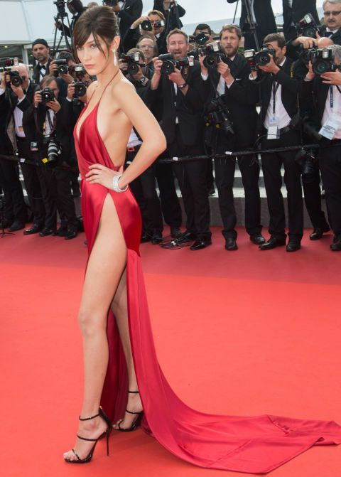 Ünlülerin Çıplak Kırmızı Halı Elbiseleri | FILMstilMODA