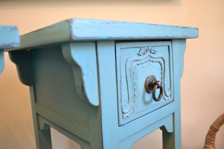Loved that you can see the detail in these shabby chic side tables.