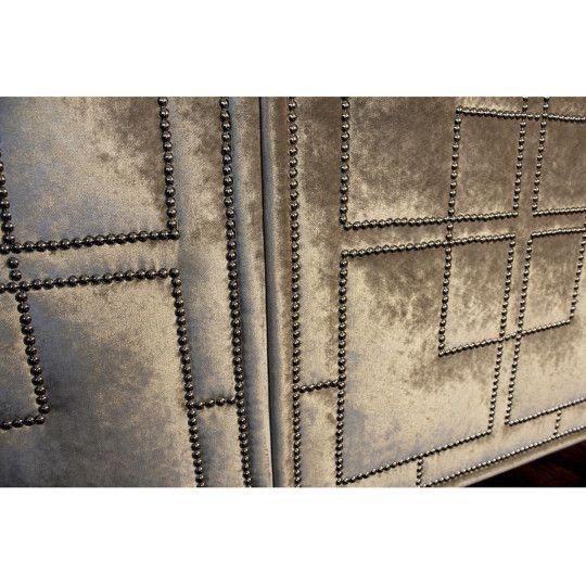 La Dolce- detal w tapicerowanej komodzie od ORNALI// La Dolce - upholstered dresser by ORNALI