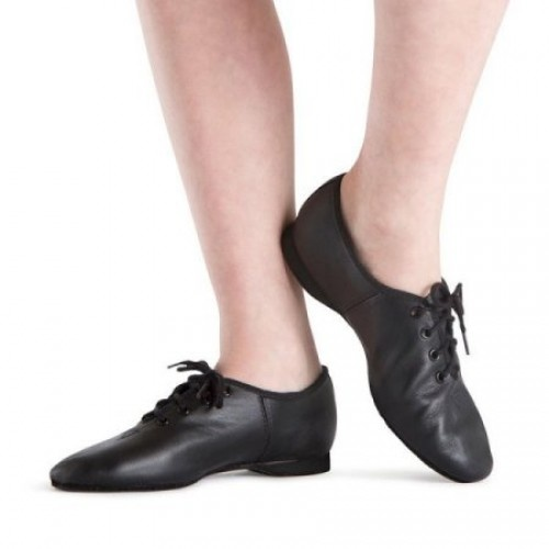 Bloch Jazzlite Ladies Jazz Shoes  A classic introductory jazz shoe, the Jazzlite is soft and flexible with full grain leather upper and cotton lining. Laces help to provide a snug fit that supports the arch.  Full rubber sole,suitable for all dance floor surfaces  Width : X  Colour : Black  Price: 29.70€