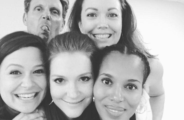 """Eba! As gravações da sexta temporada de """"Scandal"""" estão prestes a começar! Lembra que a nova fase foi adiada para o primeiro trimestre do ano que vem (a chamada """"midseason"""") por causa da gravidez da Kerry Washington (Olivia Pope)? Então, se tudo corresse conforme os planos iniciais, o sexto ano da série já teria boa …"""