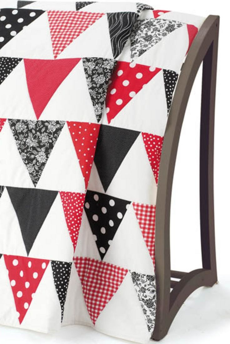Triangle Quilt - FREE PATTERN! Check it out here.
