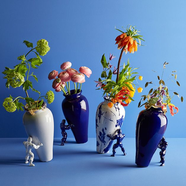 Keramik-Vasen mit Superhelden-Figuren, damit werden Deine Blumen zum Blickfang / eyecatcher for your home: ceramic vases that are leaning over made by Jasmin Djerzic via DaWanda.com