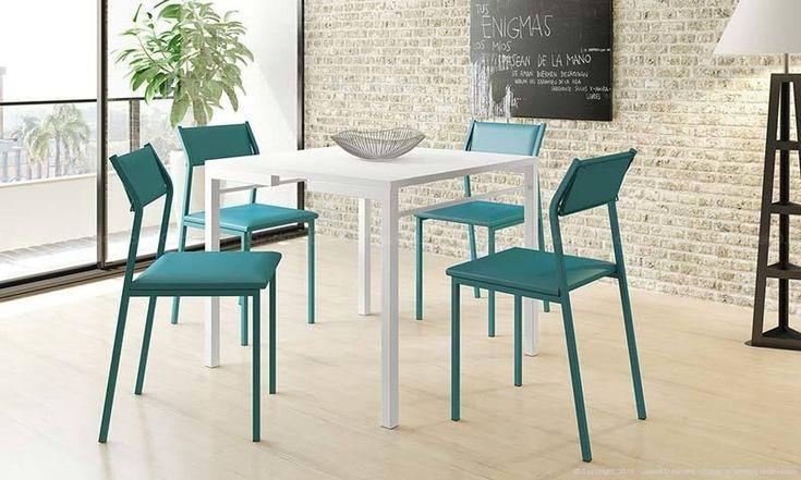 Mesa branca e cadeira verde