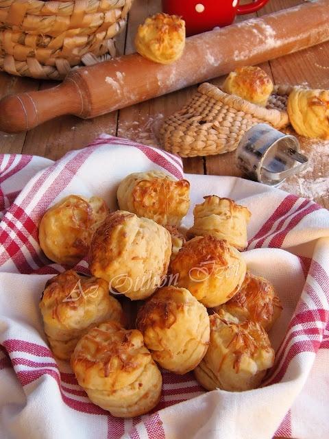 Aranyló, füstölt sajtos pogácsa