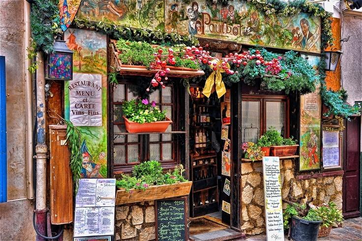 Restaurant poulbot montmartre paris by john gafford for Restaurant miroir montmartre