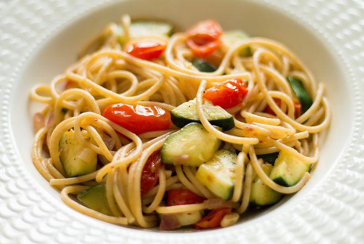 Jednoduchý recept na veganské těstoviny #vegan #tšpagety #cuketa #rajčata