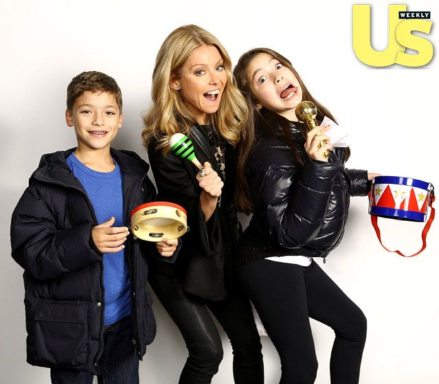 Kelly Ripa brought daughter Lola,11,and son Joaquin,9,to the Z100's Jingle Ball on Dec.7,2012