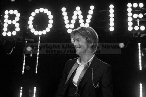 Буквально на днях (8 января) мы отмечали 69-летие Дэвида Боуи. И вдруг 11 января приходит ошеломляющая новость о его смерти. Что-то часто в последнее время приходят невеселые новости о смертях великих музыкан...  #новость, #музыкантов,  #Likada #PRO #news #новость