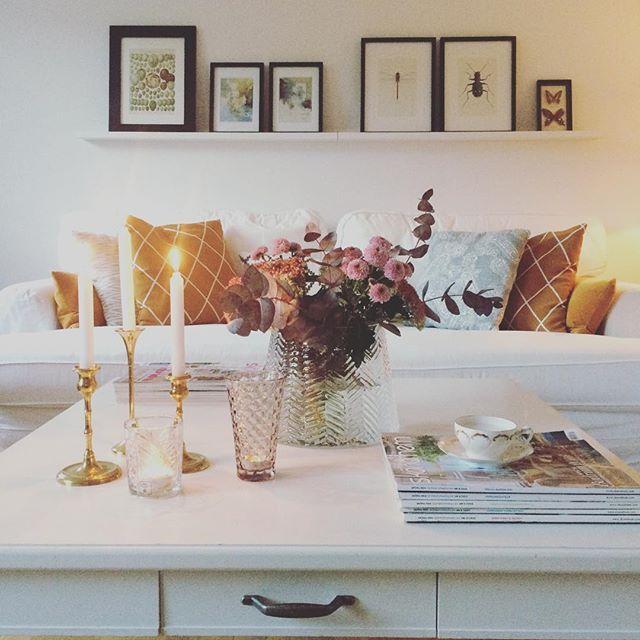 Fredagsbukett och Cannelloni in the makeing och lite italienskt favvo vin Famiglia Grillo. Det doftar ljuvligt och fredagsstämningen är på topp efter en rolig och som alltid spännande och knasig arbetsvecka på jobbet. Trevlig fredag till er alla! 🍂🌸🍁#happyfriday#friday#fredag#@home#myhome#vardagsrum#livingroom#interior#inredning#fredagsbukett#höst#autumn#design#scandinaviandesign#scandinavianhomes#inredningsinspo#interiorinspiration#instapic