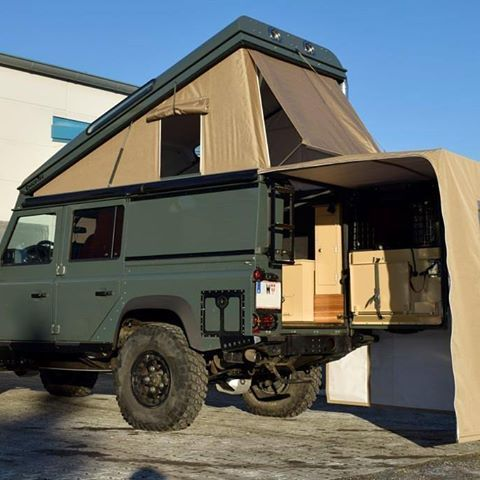 Land Rover Defender 110 Td4 Sw adventure prepared expedition. Tent roof and camping.