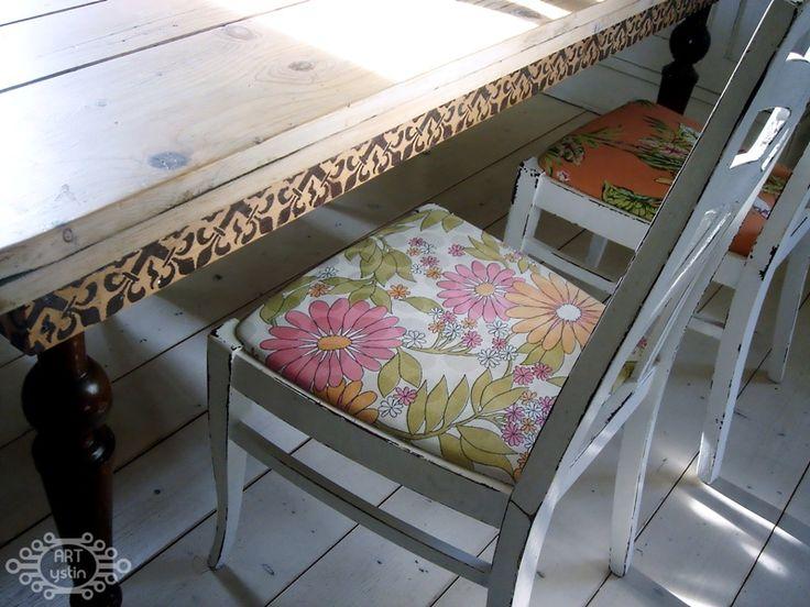 krzesełka- chairs