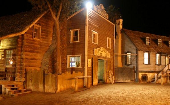 Jeg liker ikke å innrømme det, men sannheten er at jeg er fascinert av gamle westernfilmer! Det er en herlig blanding av onde skurker, helter, fyllefanter, usympatiske seriffer og indianere med fargerik fjærprakt. Maskuline cowboyer sjonglerer med pistoler og overrasker med raske skuddvekslinger. Tøffere kan det ikke bli! http://www.spania24.no/westernparken-sioux-city-pa-gran-canaria/