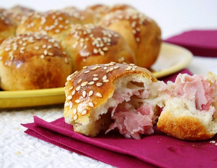 Αυτό το γεμιστό ψωμί με τυρί και ζαμπόν θα τρελάνει τον ουρανίσκο σας