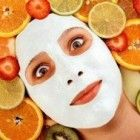 een gezichtsmasker maken met natuurlijke ingrediënten werkt ontspannend en verzachtend voor de huid http://www.ingoedendoen.nl/tiener/gezichtsmaskers-tegen-puistjes/