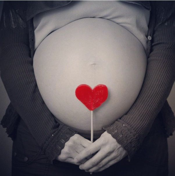 I like this more than the hand heart around the belly button....you could even turn it pink or blue for a gender reveal