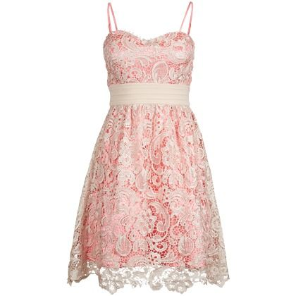 Kanten mini jurk in het lichtroze van Little Mistress.