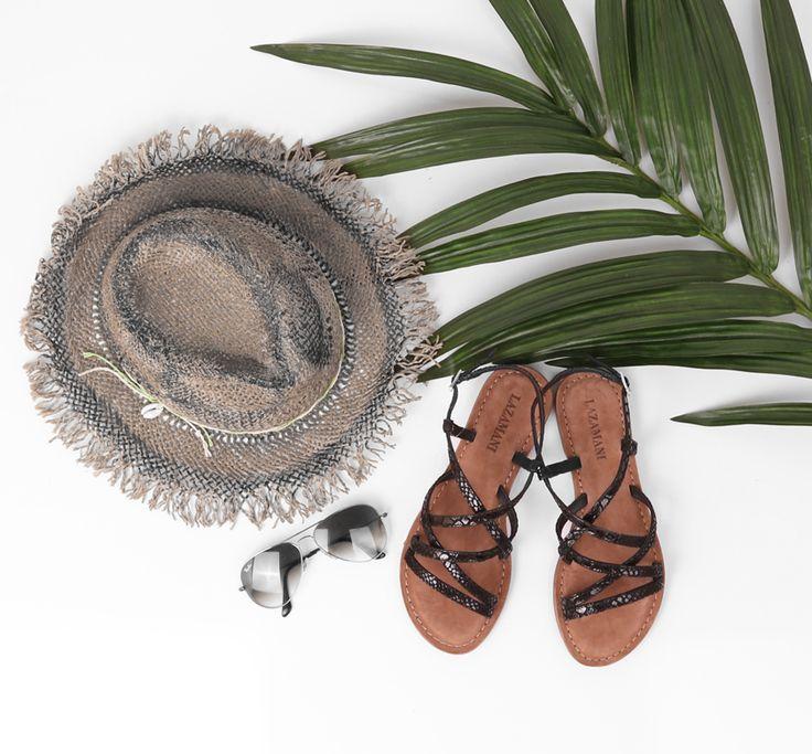 Sandalen van Lazamani met een subtiele animalstructuur en een zwarte metallic glans! Perfect voor de zomer!   https://www.sooco.nl/lazamani-75-308-zwarte-platte-sandaal-24459.html