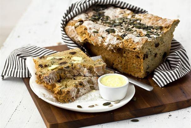 Siemenvuokaleipä on maukas ja rahkan mehevöittämä leipä. Erilaiset siemenet paitsi maistuvat hyvälle, ne tekevät leipään mukavan rakenteen. http://www.valio.fi/reseptit/siemenvuokaleipa/