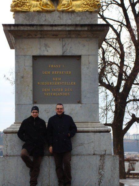 Le conocí en Praga y le pedí, por favor, si quería ser mi tutor de memoria de máster en Brno. Él aceptó y desde ese momento se convirtió en mi tutor, mi amigo, mi compañero de trabajo, de fatigas, de fiestas, de clase, de cursos, de talleres de formación, para escribir artículos...