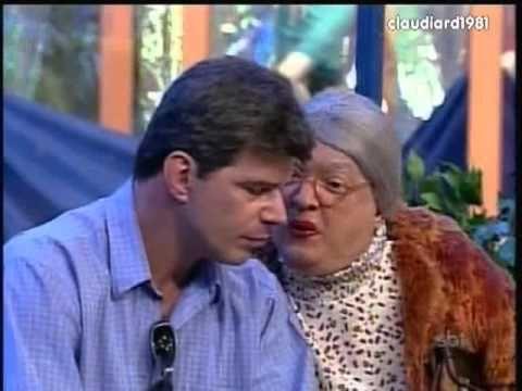 A Velha Surda e o ator Raul Gazolla nA Praça é Nossa (2000)