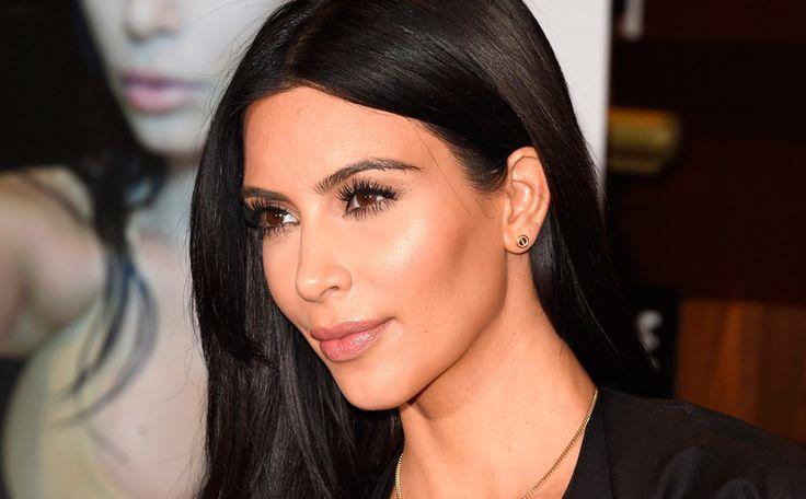 Kim Kardashian onthult de gekste plek waar ze ooit seks heeft gehad >>