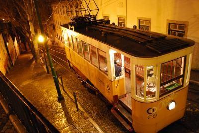 今まで注目することも無かったのですが、リスボン素敵です。落ち着いた街並み。海のある風景。夏にもう一度訪れたいです。<br /><br /><br />□1日目:成田からアムステルダム、マドリッドで就寝。<br />□2日目:マドリッドからポストガル、ポルトへ移動。<br />■3日目:ポルトからリスボンへ移動。<br />□4日目:シントラ、ロカ岬、カスカイスへの日帰り旅。<br />□5日目:リスボンから、バルセロナへ移動。<br />□6日目:バルセロナ1日観光。<br />□7日目:バルセロナからミラノへ。<br />□8日目:ミラノから成田へ帰国。<br /><br />