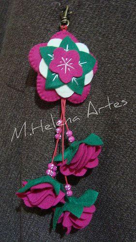 Chaveiro de feltro - Mandala: Keychain, Beautiful Felt, Pinwheels, Felts, Crochet Felt Etc, Photo, Felt Flowers, Mandala, 5 Flower