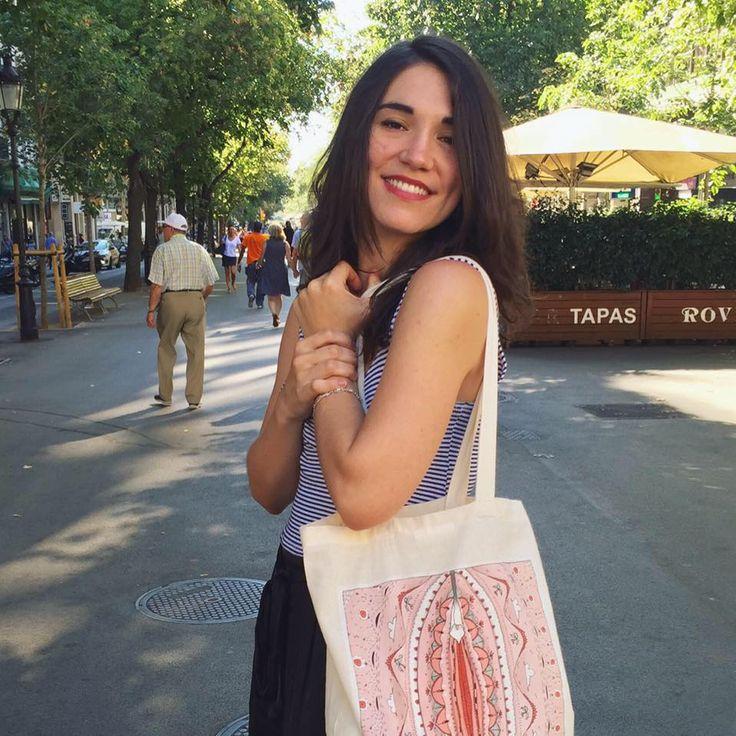 """Raquel Riba Rossy, (Igualada, Barcelona, 10 de julio de 1990), es una dibujante e ilustradora española. Graduada en la facultad de bellas artes de la Universidad de Barcelona. Creadora del famoso personaje de cómic """"Lola Vendetta"""", que encarna la crítica social a la invisibilidad de las mujeres"""