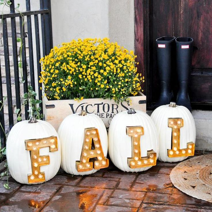 When fall is in the air, transform your entry and create porch envy with these easy-to-do décor ideas. Here are a 19 envious front doors.