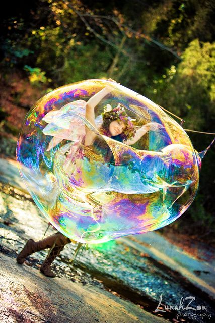 Bubble Magic...cute picture of a bubble fairy...would love to do this wouln't you grimm and fairy followers