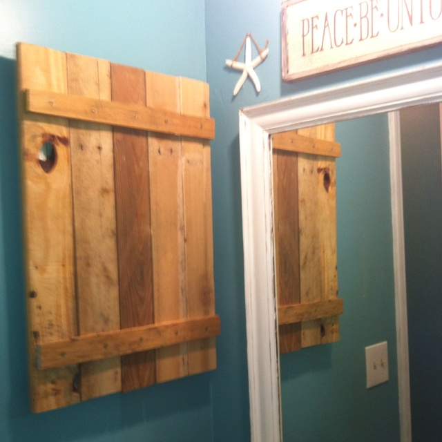 Hand Made Medicine Cabinet Out Of A Pallet Diy Ideas