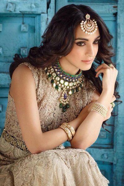 Actress Kiara Advani was last seen in Bollywood film 'Machine' and she was also part of blockbuster hit film 'M S Dhoni: The Untold Story'.  The actress is all set to step into Tollywood for a mega venture with Tollywood Superstar Mahesh Babu! Director Koratala Siva is directing Mahesh Babu's next film titled as 'Bharath Ane Nenu'.  Mahesh Babu is currently busy in completing A R Murugadoss's 'Spyder' and he will commence the shoot of Koratala Siva's film from May in London. Ravi K Chandran…