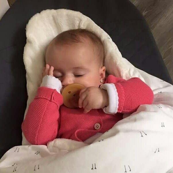 Una feliz siesta en nuestros sacos EGGS  Contando los días • No te olvides que nuestros productos son hechos a mano, 100% algodón • Originales Baby Bites de España! #siestafeliz #beberegalon #babybites #sacoegg #casacafune #bebescafune #bebés #egg #Chile #Argentina #España  www.casacafune.cl