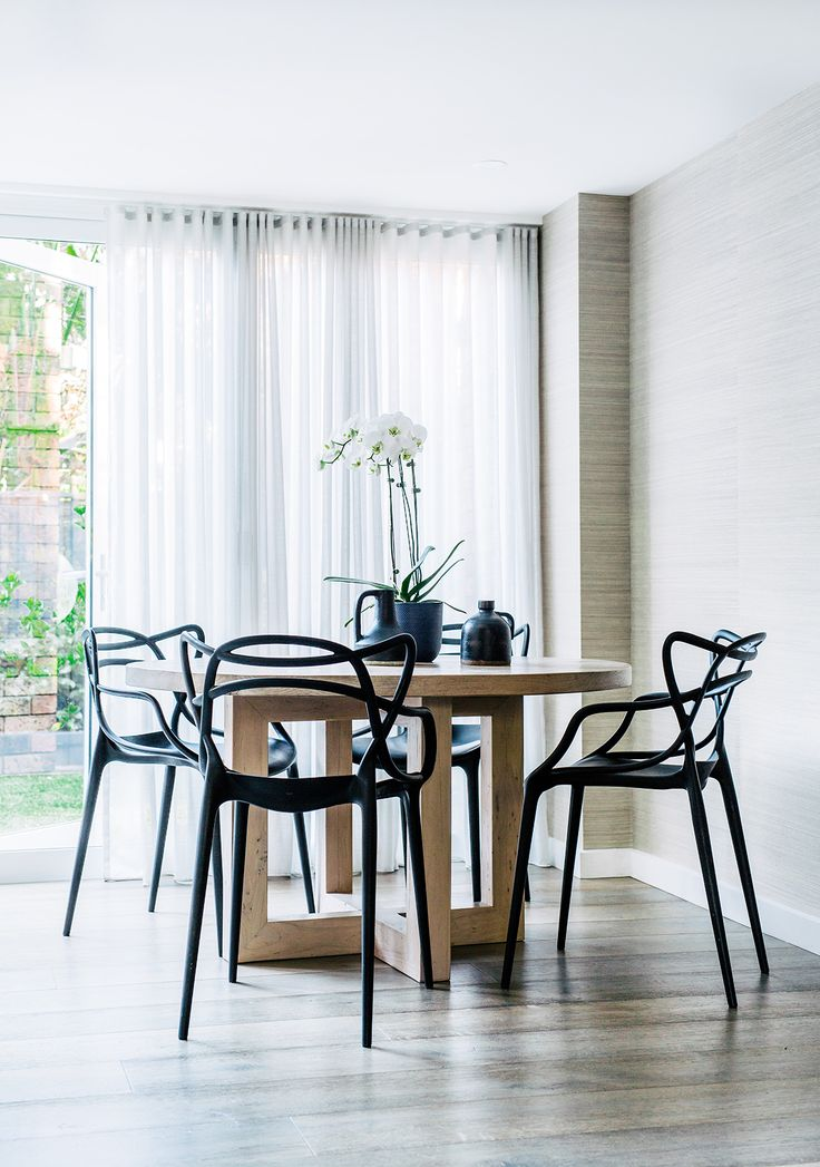 TOTAL LIVABLE LUXE — dining room perfection with the black chairs