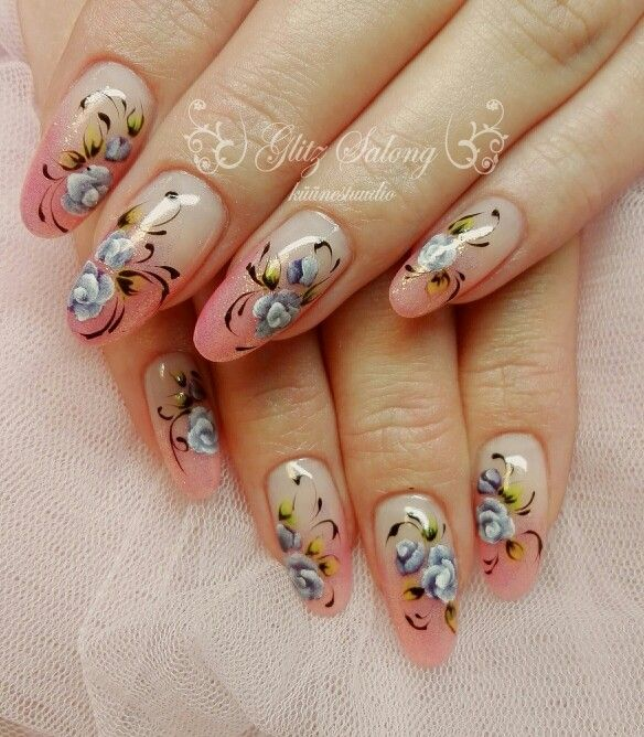 all my works are handpainted. Its with gelpaints #gelnails #nailart #handpainted