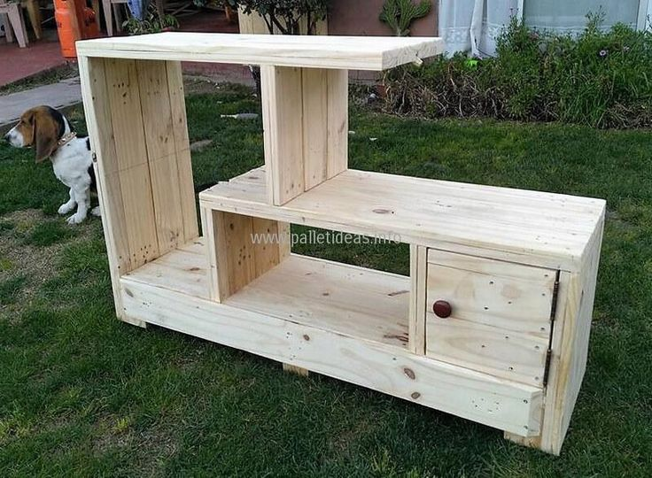 Another brilliant idea to create an exceptional piece of art in the form of this T.V. trolley. The wood pallets are reused to give birth to this stylish hand made craft. It is spacious enough to accommodate your screen on the top empty space and other relevant items like speakers, decoration pieces or more in the shelves and a cabinet.