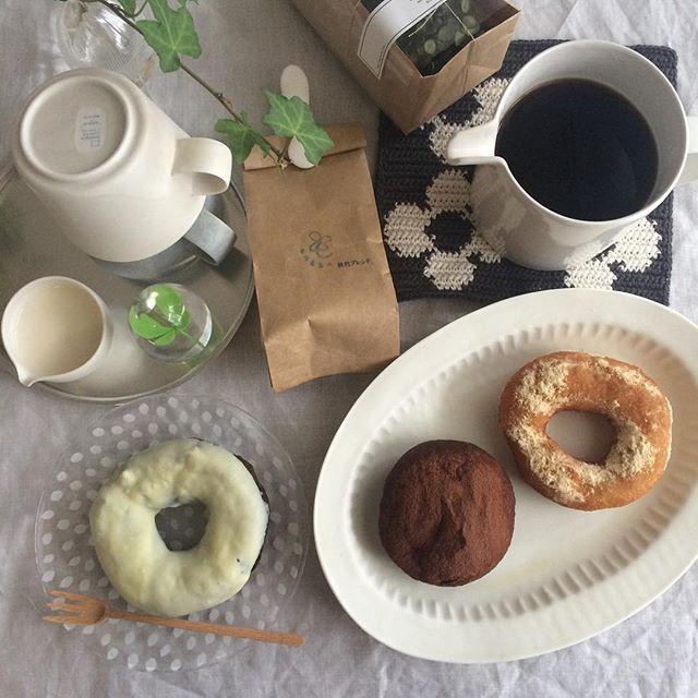 Instagram media by mariko690716 - 2015.11.4  先日のおやつ  京都のひつじで買ったドーナツ  ドーナツはあまり好きじゃないけど  ここのは好き  温かい出来立てを車の中で食べたのは  本当に美味しかった♪
