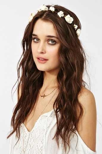 Loose waves with flower crown