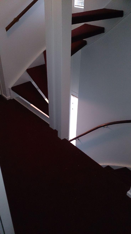 Red stairs sickmann amsterdam woninginrichting sickmann amsterdam pinterest amsterdam - Corridor tapijt ...