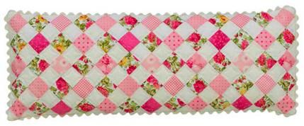 Free Pattern for Decorative Pillow @  AllPeopleQuilt.com here: http://www.allpeoplequilt.com/bags-pillows-gifts/pillows/sweet-retreat-accessories?page=0%2C5