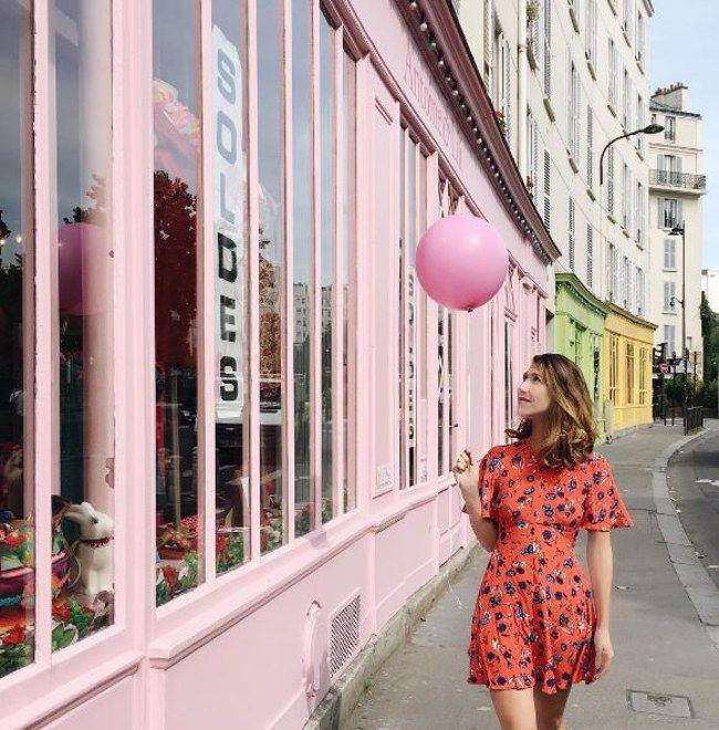 Anna Dawson et son ballon, a adopté la combi short.