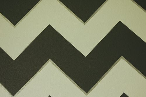 How to paint perfect chevron stripes, yes please!: Paintings Techniques, Crisp Paintings, Paintings Stripes, Paintings Texture, Paintings Tutorials, Chevron Wall, Paintings Perfect, Paintings Bleeding, Paintings Chevron