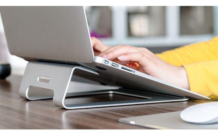 Stand/support ergonomique Design portable/MacBook(11-15 inch) aluminium par ITwearsArt sur Etsy https://www.etsy.com/fr/listing/255343194/standsupport-ergonomique-design